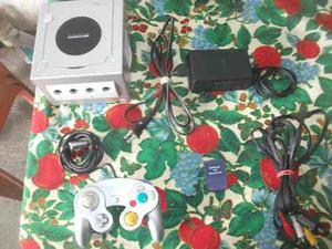Nintendo Gamecube Con Un Control Y Una Memory Card.
