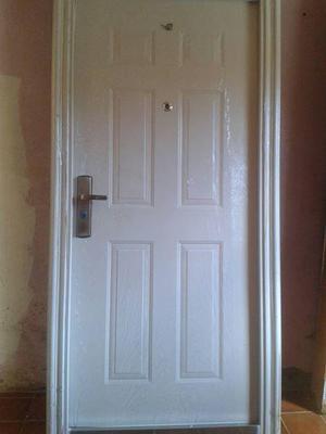 puerta modelo plus con cerradura multilock