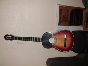 Cuatro Instrumento Musical