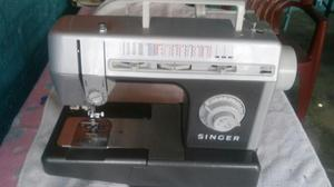 Maquina De Coser Marca Singer Poco Uso