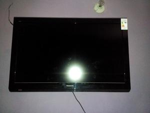 Tv Monitor Lcd Panasonic 32 Pulgadas Con Base De Pared. Hd