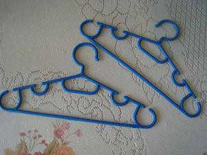 Ganchos Plasticos De Ropa Adultos En Color Azul. Wings