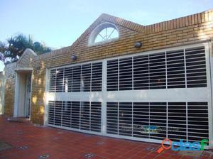 Venta de Amplia Casa en Villa Africana Conjunto Cerrado