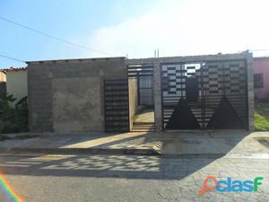 ¡Excelente Casa en La Urbanización El Saman de Guacara!
