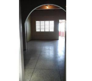 Se vende casa en Santa Rita, sector Francisco de Miranda.