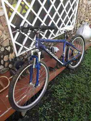 Bicicleta Montañera. Talla M. Marca Fuji. Poco Uso.