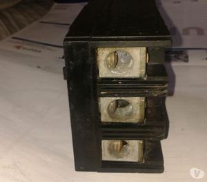 BREAKER industrial trifásico de 3 entradas, 125 amperios,