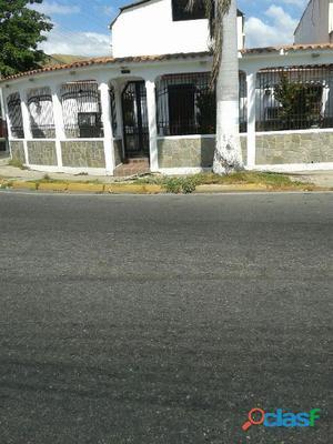 Bella Casa en Loma Linda Guacara!