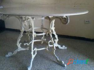 Mesa de mármol con 4 sillas