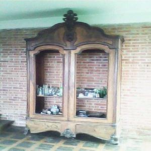 Vendo hermoso mueble antiguo de madera en San Antonio de los