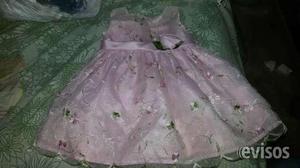 Venta de vestidos de niñas en Porlamar, Venezuela