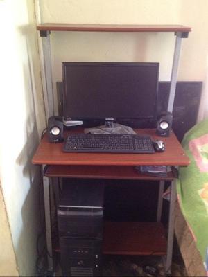 Computadora Y Mesa