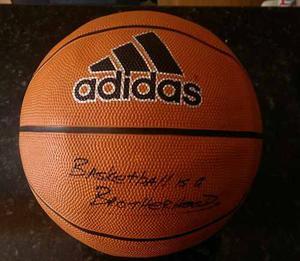 Balón De Basketball Marca Adidas