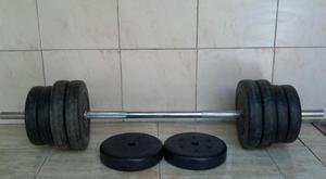 Juego de pesas con barra cromada y 35 Kgs.