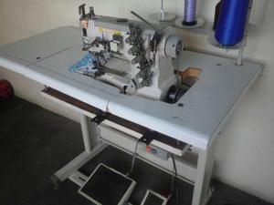 Maquina de cocer collaretera Yamata