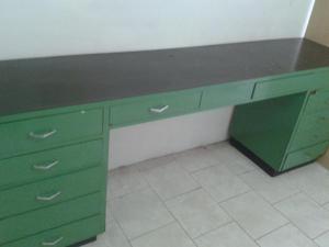 Mueble de madera y forrado en chapa ideal para laboratorio