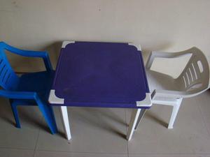 Mesa Y 2 Sillas Plásticas Para Niños