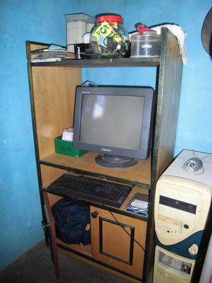 Mueble para TV o computadora y Cama de madera Caoba