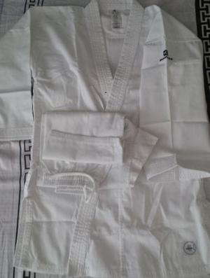Karategui Domyos Okayama Para Competencia. Talla 150.