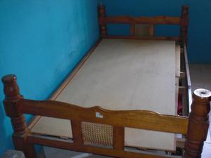 Cama individual de madera