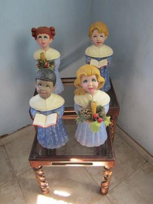 Juego De Cantores De Navidad En Ceramica