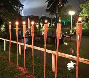 Antorchas en bambu para decoraciones y centros posot class for Antorchas para jardin