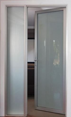 Puertas negras de aluminio y vidrio de seguridad posot class - Puertas en aluminio y vidrio ...