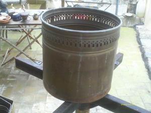 Matero De Bronce Antiguo Redondo Grabados En La Parte Superi