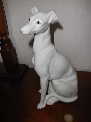Lindo Perro Galgo De Porcelana Perfecto