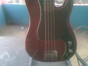 Bajo Dixon. Guitarra Palmer Parales Guitar Estand