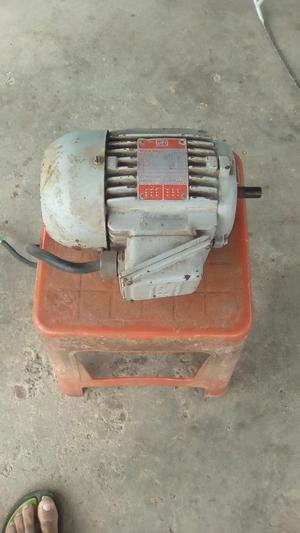 Motor Eléctrico Trifasico marca WEG