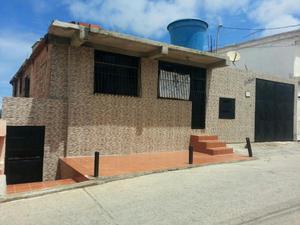 Vendo Casa en Catia La Mar Sector Vista Al Mar a 9 casas de