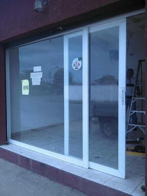 Puertas corrediza en vidrio templado 6 mm posot class for Puerta corrediza de vidrio