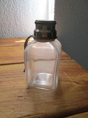 Botella-frasco-farmacia-viejo-