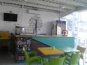 Mobiliario para cafetin, heladeria, panaderia, etc.