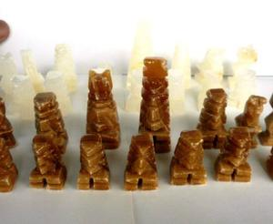 Piezas De Ajedrez De Piedra. Usado