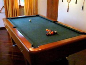 Mesa De Pool Como Nueva, Bolas, 4 Palos, Portapalos Y Trian