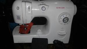 Maquina de Coser Singer Excelente