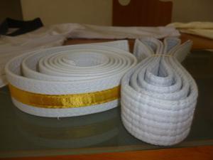 Cinturon Taekwondo Blanco Con Franja Amarilla