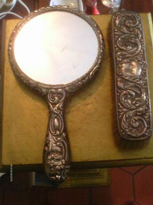 Antiguo Juego De Tocador Espejo Y Cepillo En Muy Buen Estado