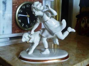 Figura De Porcelana Marca Metzler & Ortloff Numerada Con Bor