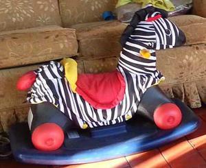Zebra Convertible 2 En 1 Con Ruedas Y Mesedora Marca Little