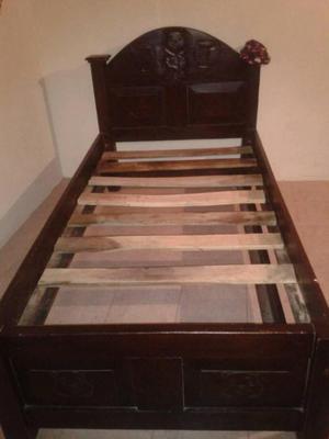 cama individual en madera