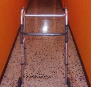 Caminador/andadera Con Ruedas Para Discapacitados