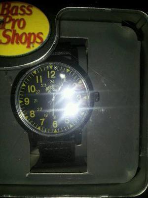 Reloj Bass Pro Shops