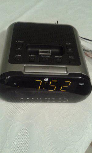 Radio Reloj Despertador Y Cargador De Ipod