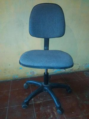 Mesa para computadora con silla giratoria posot class for Sillas para computadora
