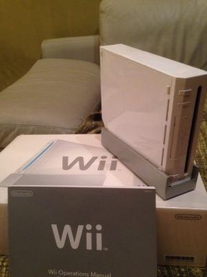 Consola Wi Con Controles Y Cables En Perfecto Estado.