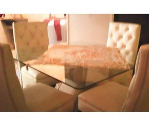 Vendo juego de comedor de 4 puestos y mesa con tope vidrio