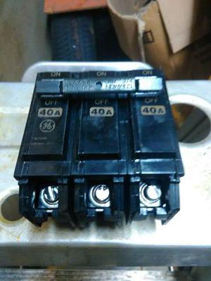 Breaker General Electric Empotrable 3x40 Amp.